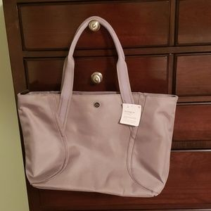 Lululemon out of range tote